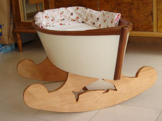 Costruire Culla In Legno.Le Culle Barca Di Giacinto Elefante Il Primo Rifugio Per Il Neonato