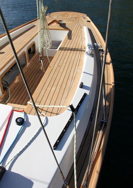 Dafne 24 un day sailer in legno dall anima classica for Creare un piano di coperta